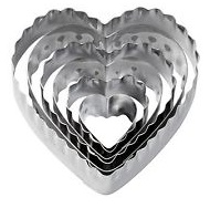 Wilton heart doubl cut-outs - set of 12 cutting designs